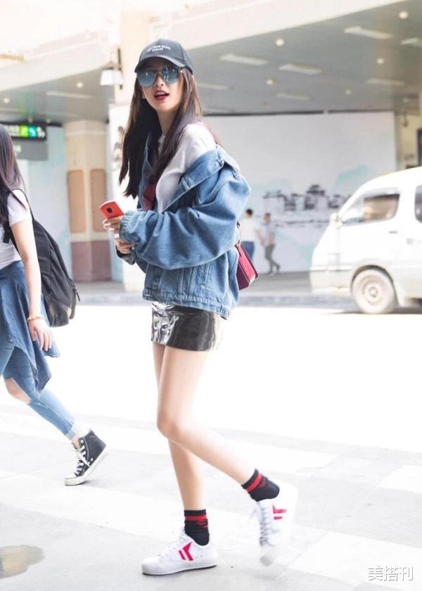 """杨颖最新机场造型,条纹衫配短裙少女腿绝了,不愧是""""生图杀手""""插图14"""