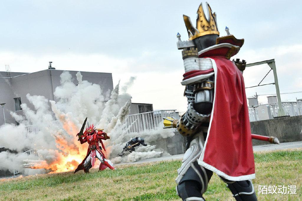 《【煜星在线娱乐注册】假面骑士圣刃19章先行,剑闪单挑光剑,城堡怪登场,一炮轰掉圣刃》