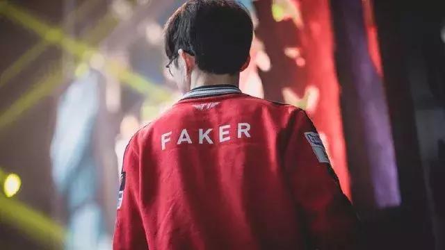 《【煜星娱乐集团】Faker时代终结?两年来首次缺席比赛,继Uzi后李哥面临退役难题》