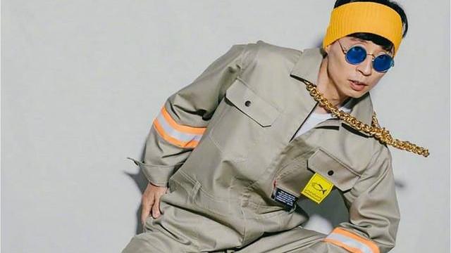 《闲着干嘛呢?》:刘在石以连体裤+金项链打破常规的时尚造型