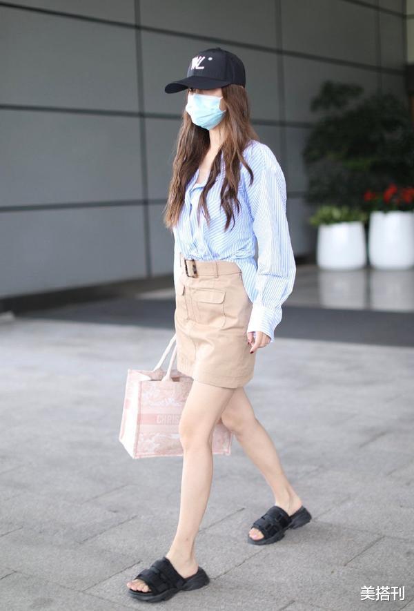 """杨颖最新机场造型,条纹衫配短裙少女腿绝了,不愧是""""生图杀手""""插图6"""