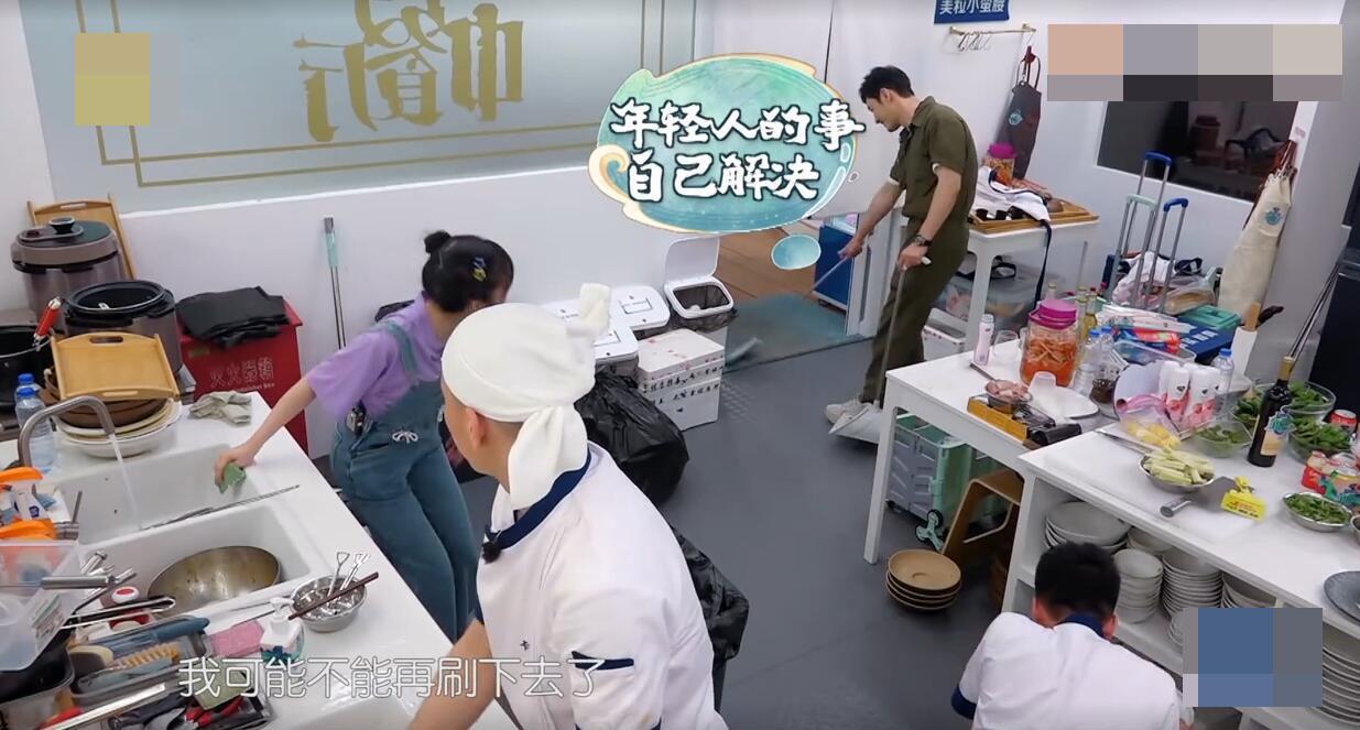 《中餐厅》赵丽颖面对卡斯柏土味情话面带不悦,与李浩菲区别明显