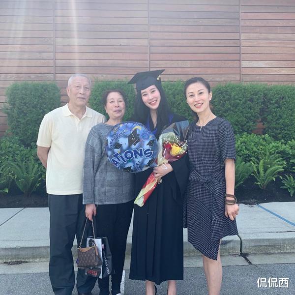 杨子18岁女儿晒毕业照,曾被批比继母老,亲妈陶虹罕露面气质秒杀