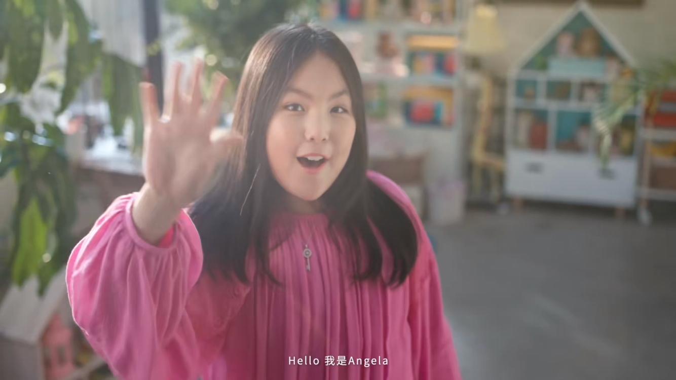 王诗龄拍广告自信从容,造型成熟身材引争议,网友大呼才十岁