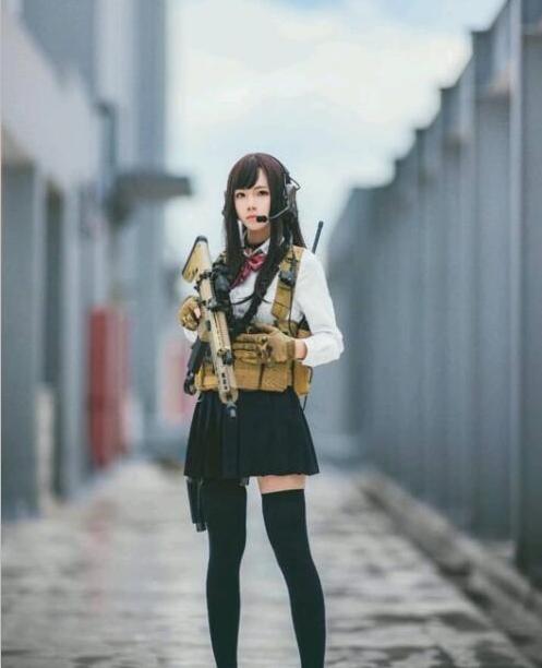 逆战官方下载_和平精英:长发黑丝女神COS游戏女角色,网友: 这腿我能玩一年!