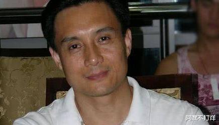 之前被谢霆锋张卫健揍到住院,如今在南京卖卤菜,令人心疼