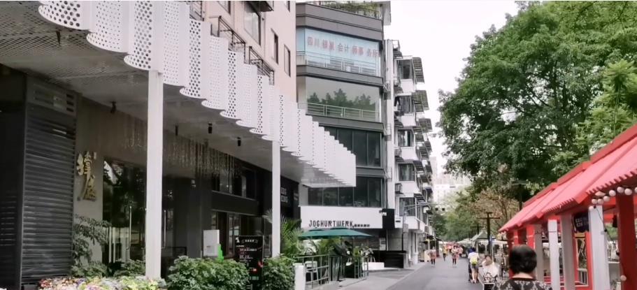成都市中心普通街道,昔日藏在深闺无人识,如今精心打造成网红  每日推荐  第2张