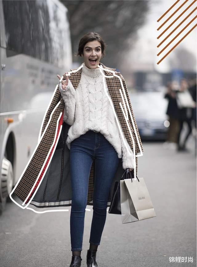 """今年的""""毛呢大衣+牛仔裤""""又火了,简单搭配也高级,明星都上头插图50"""