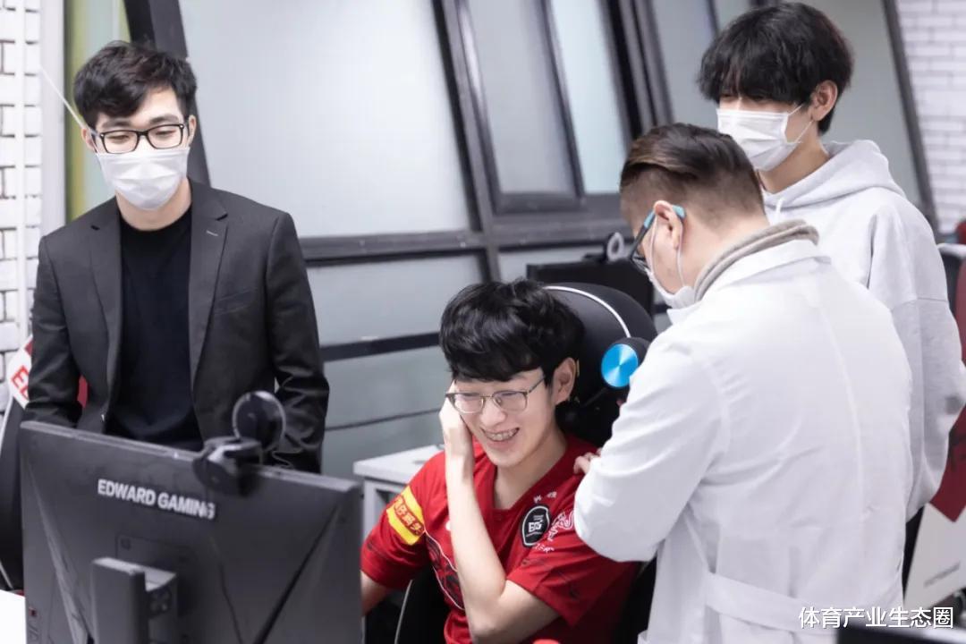 《【煜星娱乐登录注册平台】UZI的身后,是一部电竞与伤病抗争的血泪史》