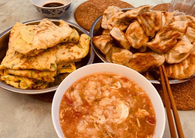 参观孙越如今住的豪宅:吃饭都用不锈钢盘装菜,在家饭量还真不小