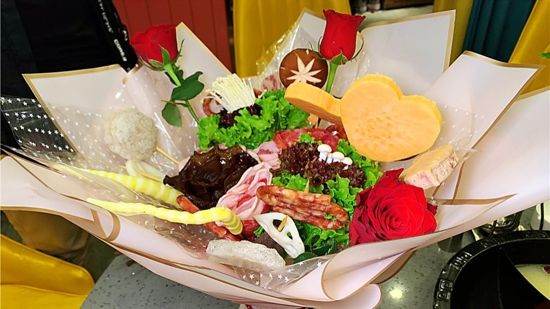 肥牛玫瑰花束,长春这家仪式感满满的火锅店求婚成功率高达90%