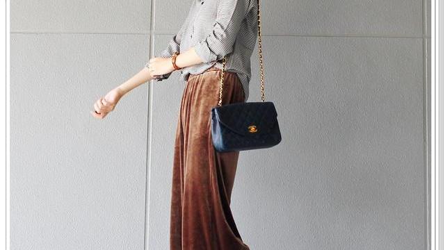 丝绒裤怎么穿?偷师日本时尚博主,我学到了天鹅绒长裤的穿搭技巧