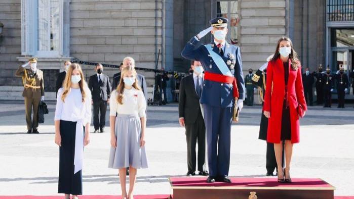 西班牙公主衣着从相同到迥异 莱昂诺尔甜美淑女 索菲亚洒脱超逸