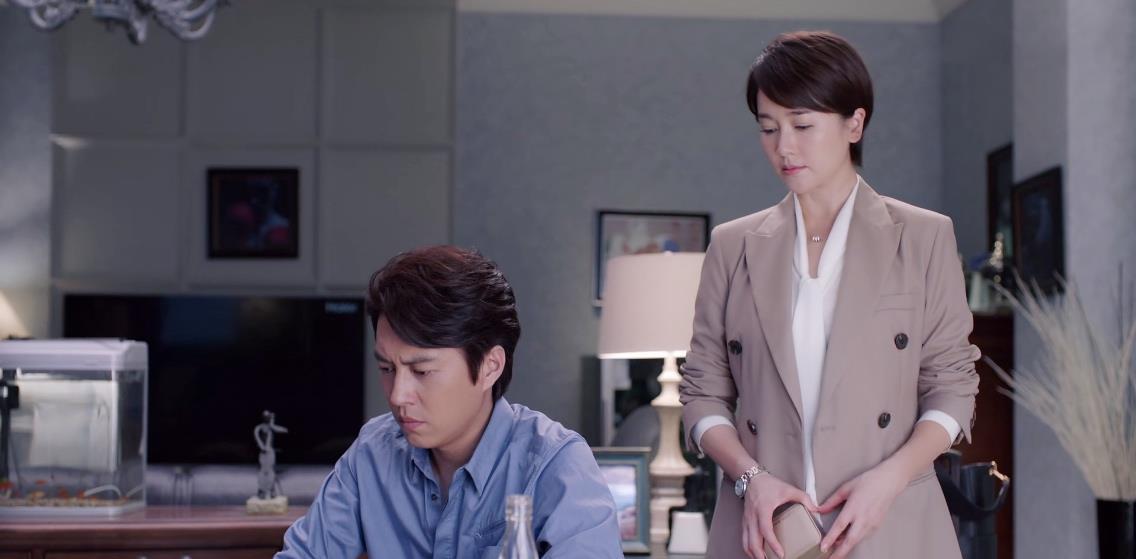 """靳东新剧遭翻车,评分仅5.2,""""中年怨妇团""""这次终于翻身了插图18"""