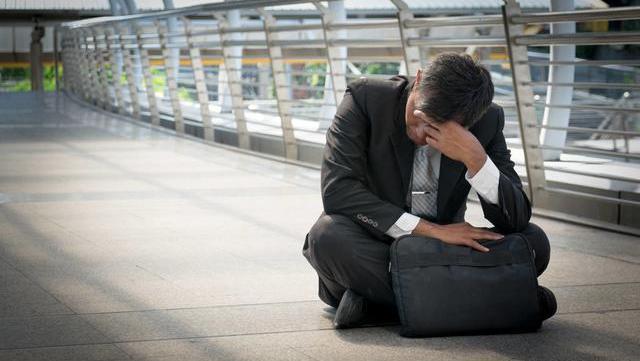 老公沉迷炒股,4年不上班,负债成山,有没有办法让他悔改?