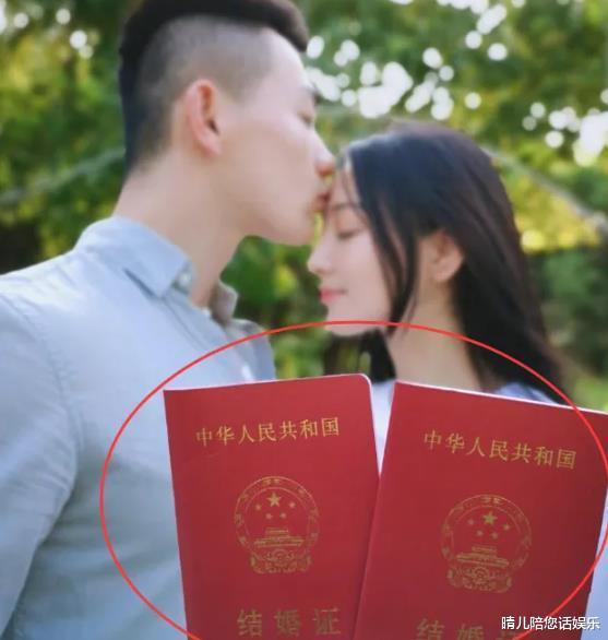 别的明星结婚证只晒封皮 ,唯独这对夫妻,网友:也太坦诚了吧!