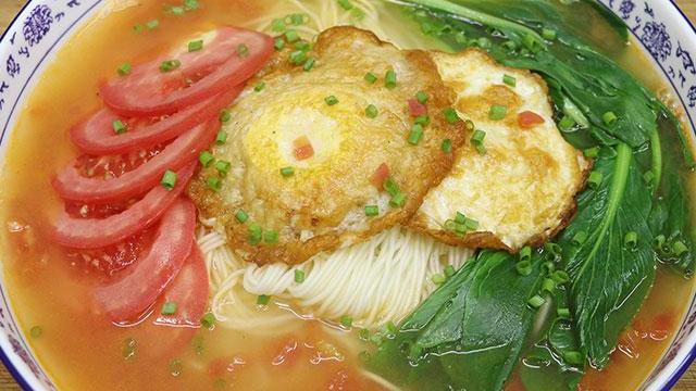清淡爽口的早餐面条,番茄鸡蛋面,汤汁鲜美爽口,一人一碗很过瘾