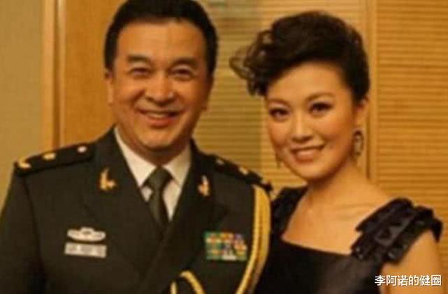 59岁黄宏照片,隐藏了25年的女儿,原来是我们熟悉的她