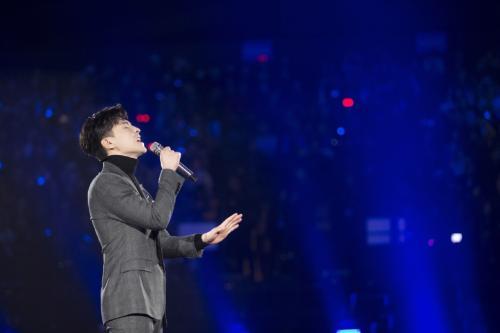 """伍佰吐槽某歌星:总上湖南台,唱了一辈子的歌,不照样是""""人红歌不红""""!"""