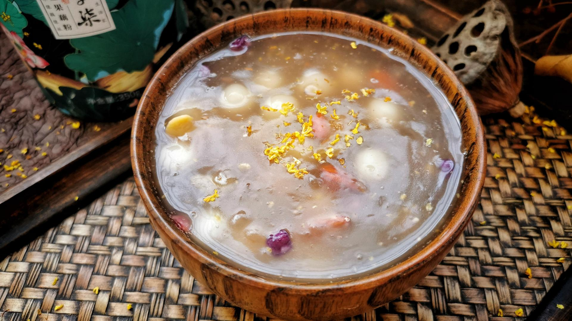 10斤藕出1斤藕粉,用来做藕粉圆子,软糯清香,每天一碗气色好