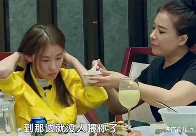 当年要妈妈喂饭穿衣的16岁女孩,如今怎么样了?网友:判若两人