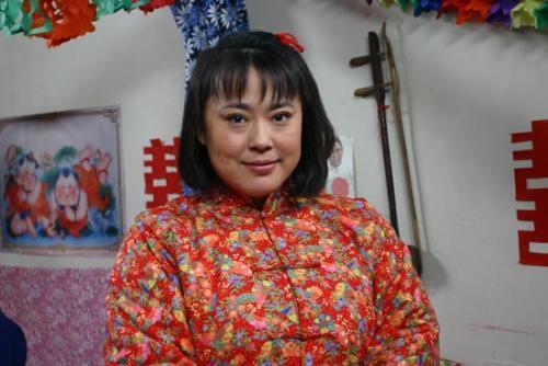 又一明星成法制咖?曝49岁李菁菁诈骗千万,90后男友还疑似劈腿