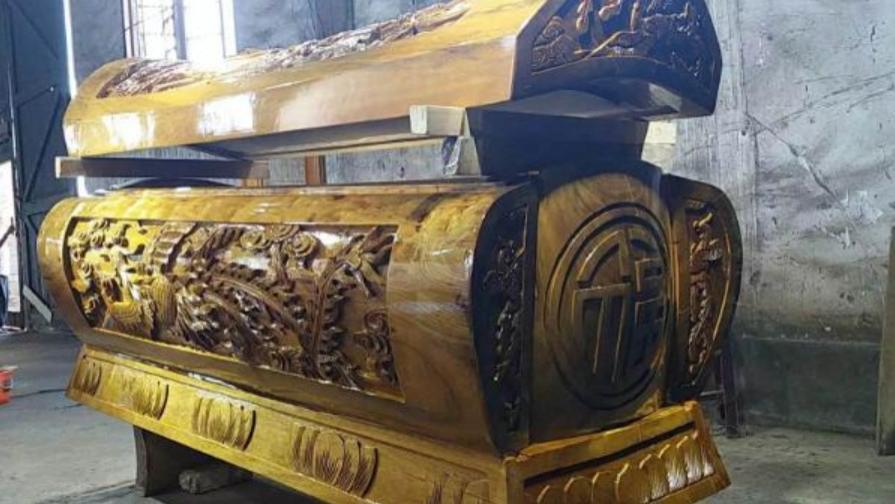 赌王何鸿燊的棺材多么奢华?比黄金还贵的金丝楠木,简直是疯了