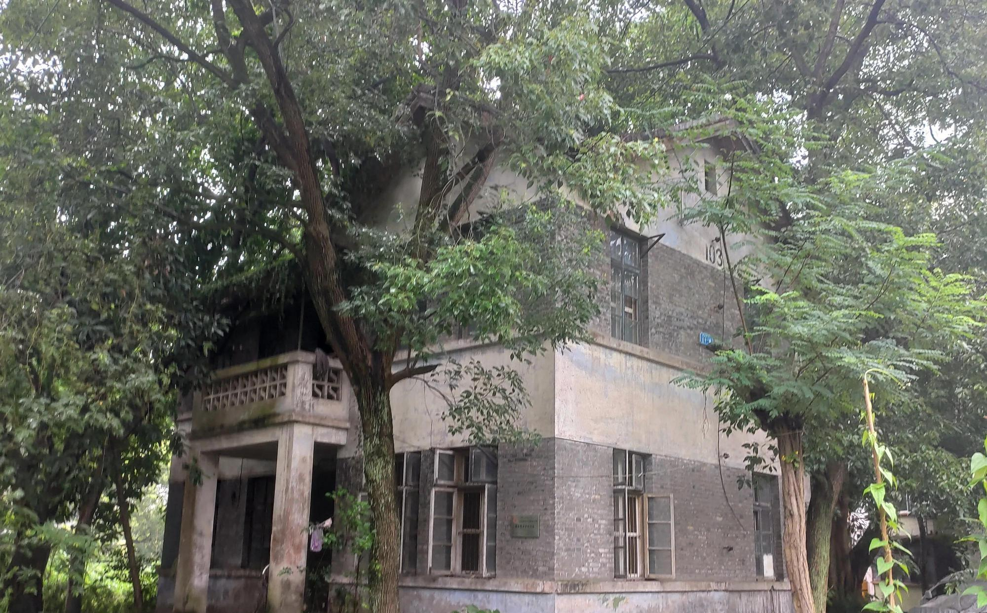 重庆大学城高校遗址,昔日辉煌功勋卓越,如今破败令人费解 大学城 重庆大学城 大学 每日推荐  第4张