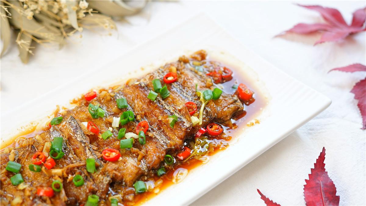 带鱼表面的白粉,到底是精华还是垃圾?处理正确,带鱼好吃无腥味