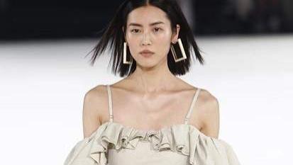 美版嘉人评选改变世界审美的超模中仅有两位亚洲超模,刘雯被赞中国第一超模