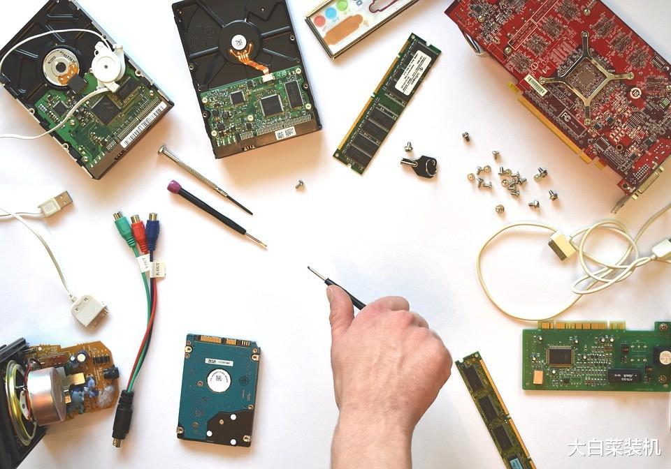 装固态后系统依旧卡顿?英特尔解析SSD安装,旧电脑也运行如飞
