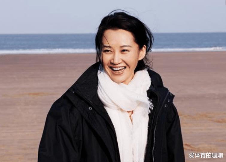 """50岁许晴至今单身,被问到""""生理需求""""时,她的回答太耿直了"""