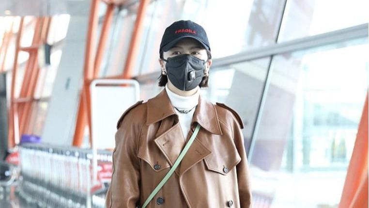 谭维维这身材真是堪比超模,穿超长款皮大衣居然不显矮,气场很足