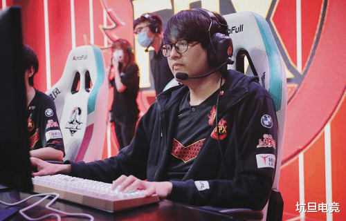 《【煜星娱乐公司】FPX今日迎战LGD,冲击季后赛关键一役,压力几乎全在一人身上》
