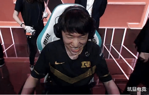 《【煜星娱乐注册平台官网】Xiaohu夏季赛首秀出彩,但两局比赛出装都有问题,被Uzi指了出来》