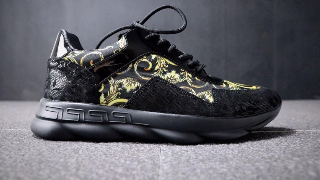 意大利高奢品牌-范思哲Versace Chain Reaction Cross Chainer 简版交叉纹轻量网面复古慢跑鞋。