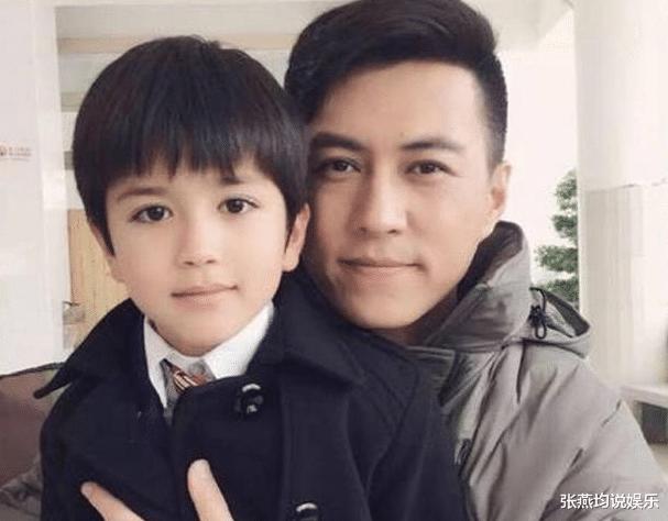 """43岁靳东因戏生情娶二婚妻子,今儿子4岁变成""""最帅星二代"""""""