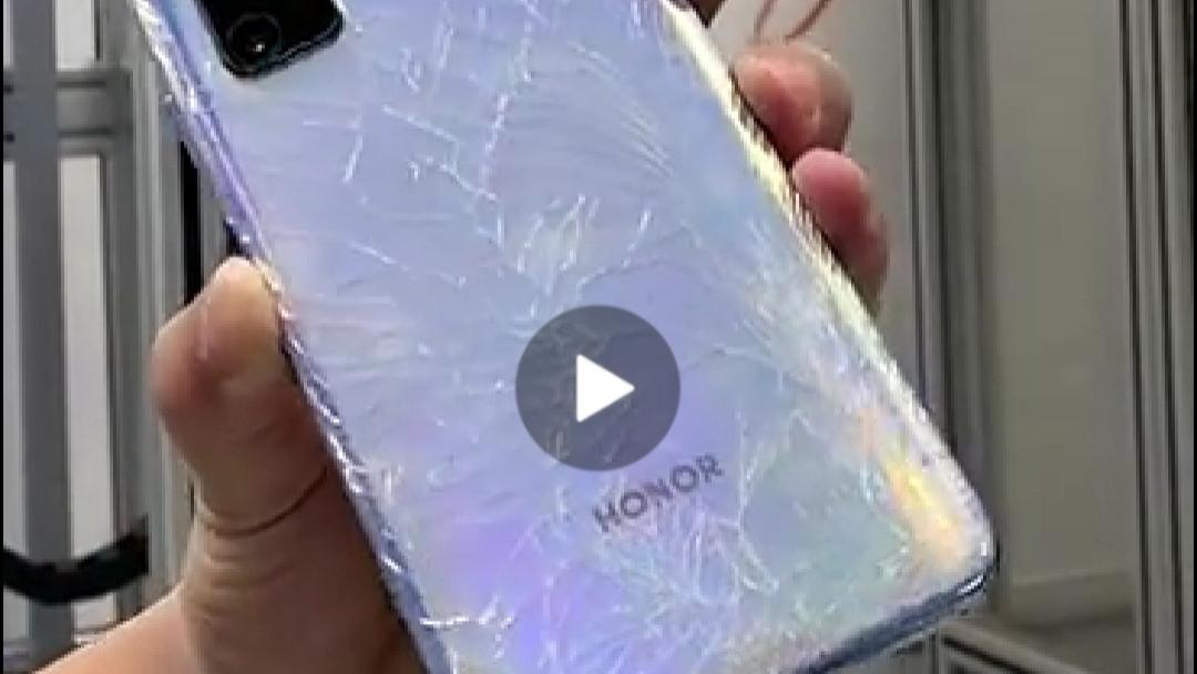 """小米高管实测:""""标杆""""从0.4米下落,后盖粉碎,使用落后三代的GG3玻璃"""