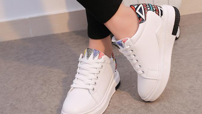 虽然这四种基础鞋子大众普通,但可以与任何服装组合,与其他鞋子相比依旧不逊色