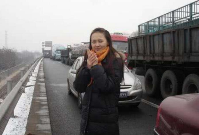 唐嫣10年前被堵高速,跟路人合影,网友: 确定这是同一个人吗?