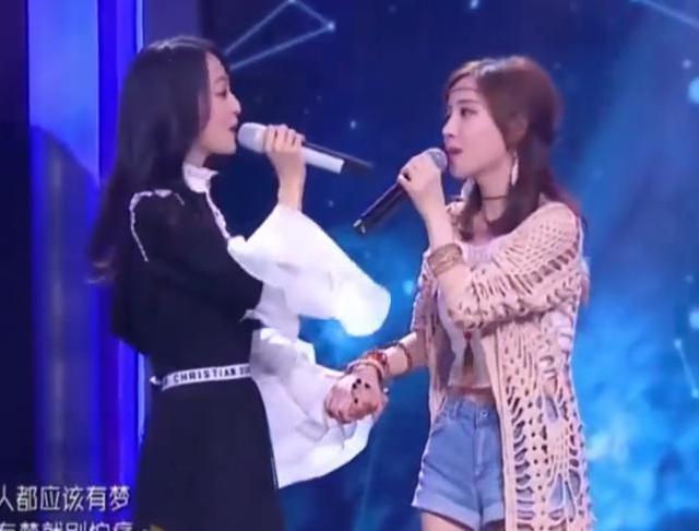 """冯提莫究竟多高?当她和155cm张韶涵同台,身高""""真相""""了"""
