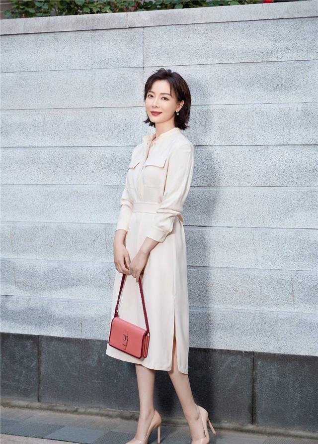 陈数真是人美又有气质!40+的女性秋冬学她这样穿,优雅又知性