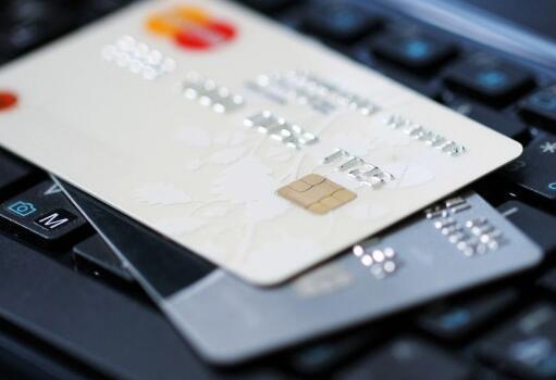 信用卡欠的太多,不要再以卡养卡,这4点才是上岸的好方法