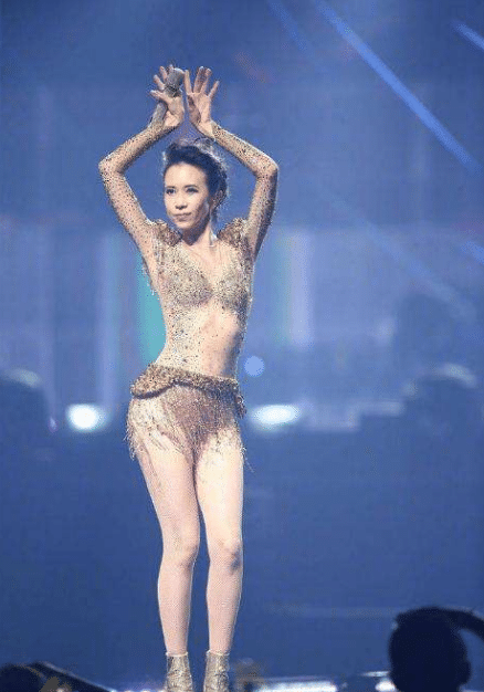 看过莫文蔚的腿、杨丽萍的背、许晴的腰:才明白自律的人生有多可怕?
