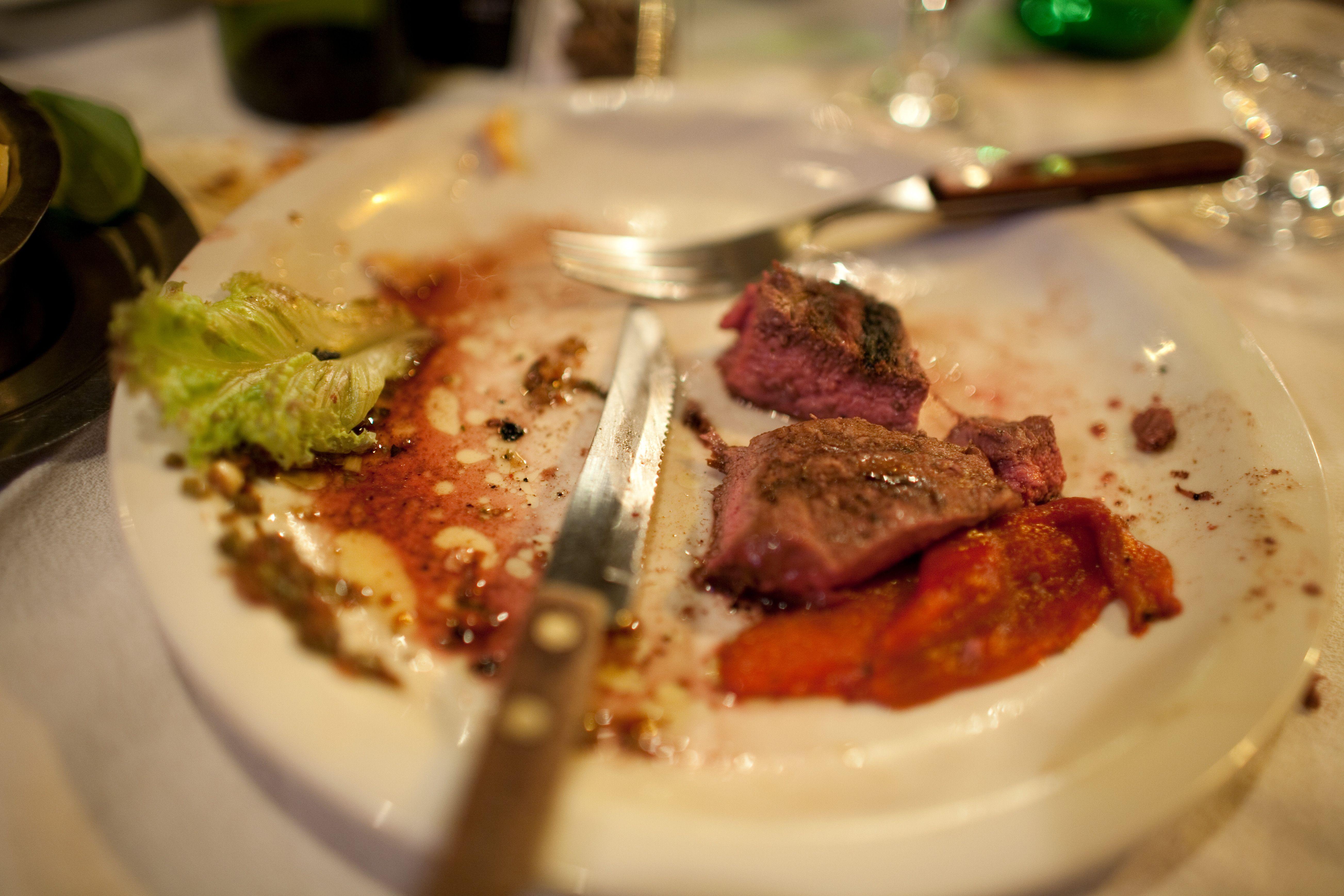 剩菜倒掉浪费,我们可以吃剩菜吗?吃隔夜菜真的会致癌吗?