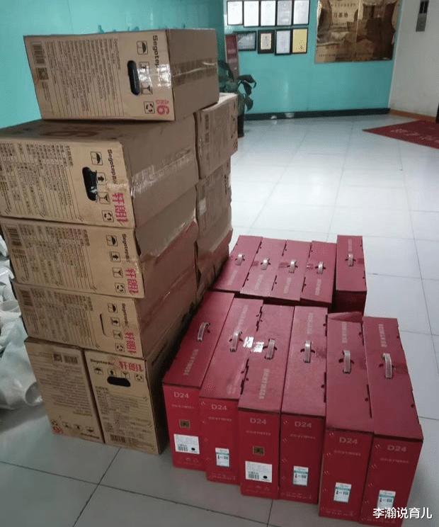11台电脑已经送到客户单位了,客户提出无耻要求,直接打道回府