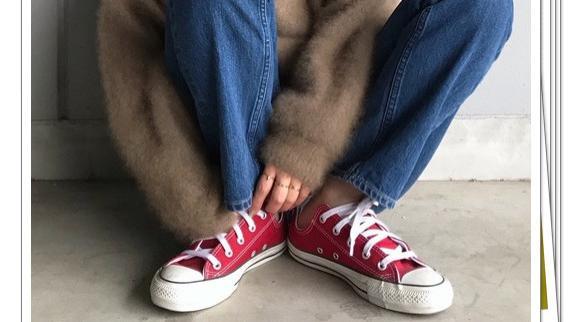 红色匡威鞋太好穿!秋季搭配选择它,营造休闲时尚风