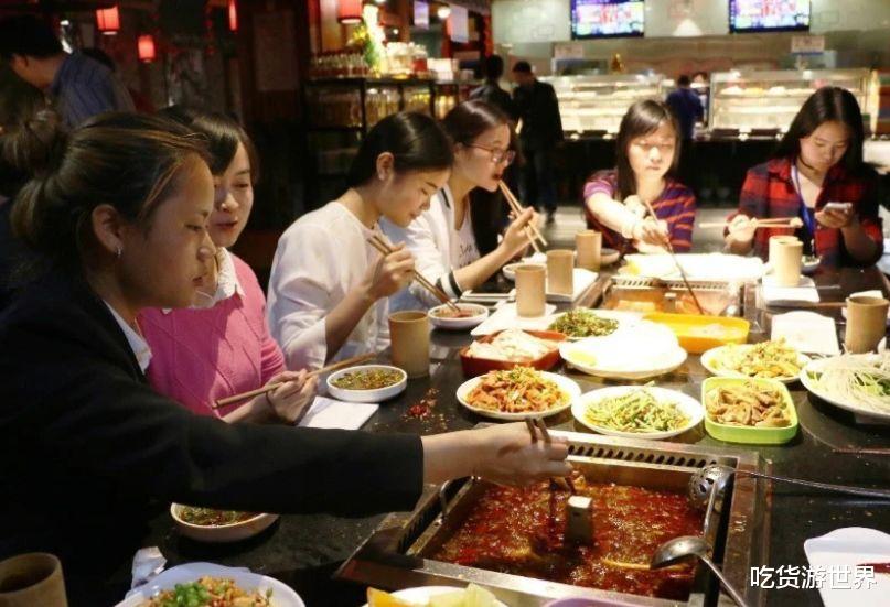 """吃火锅时,只调这""""3种蘸料""""的人,老板表示:不是内行就是吃货"""