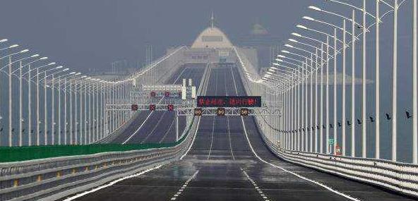 """千亿建成的港珠澳大桥,为何""""没人走""""?车主苦笑说原因,别不信"""