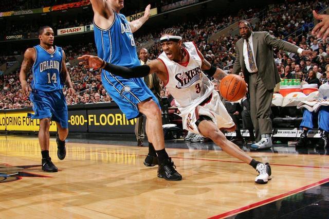 艾弗森记忆—从控卫变分卫,进攻天赋被彻底释放季后赛对飙卡特! 洛杉矶湖人队 篮球 76人 76人队 艾弗森 nba 单机资讯  第3张